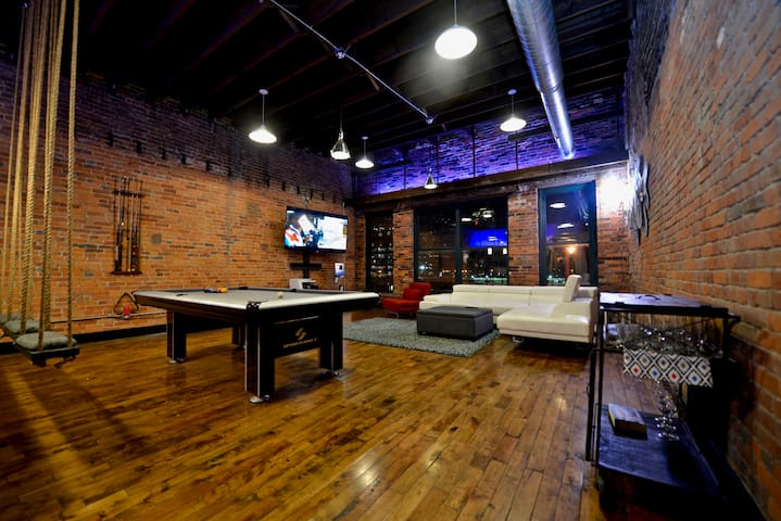 Downtown Columbus Penthouse with a WOW! FACTOR