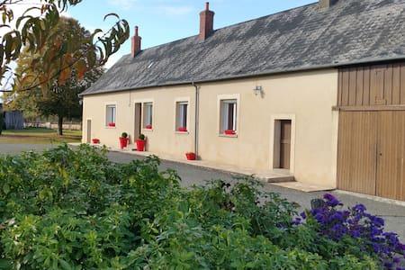 gîte de campagne (Les Toucanes) - Beaumont-Pied-de-Bœuf - Hotel ekologiczny