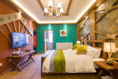 独栋别墅-雪山豪华房(含早、接机、地暖、超大花园看玉龙雪山)1楼101 - Lijiang Shi - Villa