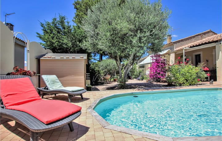 Stunning home in Chateauneuf De Gadagne with 1 Bedrooms