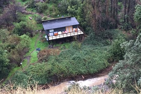 Cabaña en El Arrayán al borde del río, naturaleza - Lo Barnechea - Allotjament sostenible a la natura