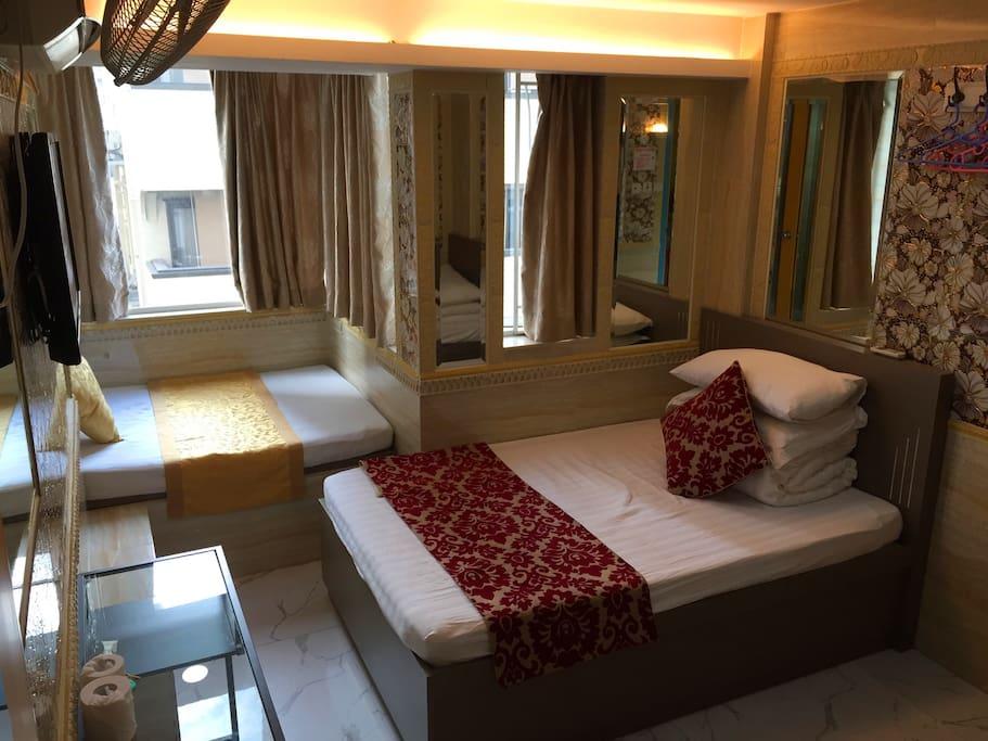 五人间,两张1.2米大床,一张1米单人床