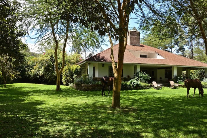 Lucita Farm Guest House Two in Naivasha - Naivasha - บ้าน