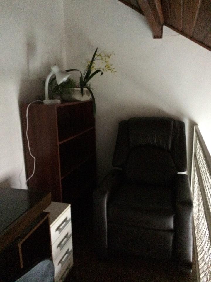 Quarto confortável e tranquilo em casa de família