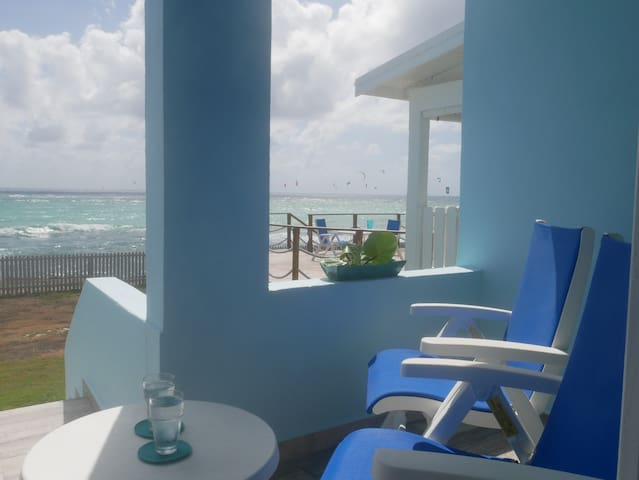 Great 2bd ocean front cottage in scenic location