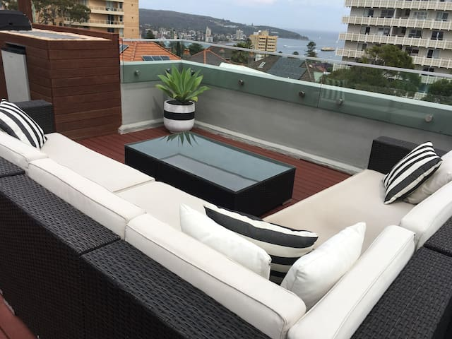 AMAZING APT w/ PRIVATE ROOFTOP DECK & SPA - Fairlight