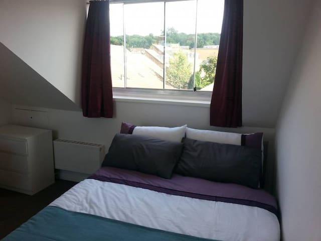 Beautiful Double Bedroom Plus Desk and Wardrobe