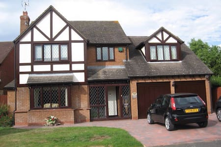 Large double bedroom in family home - Broughton Astley - Dom