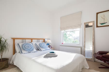Cosy double bedroom in Isleworth - Apartment