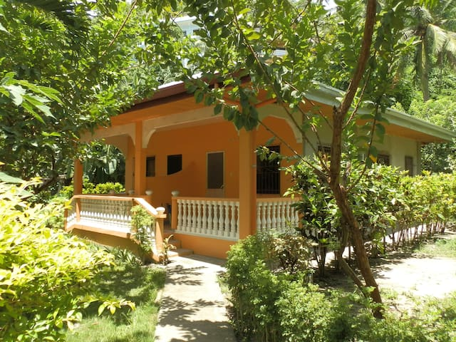 Bungalow house in the heart of Sabang