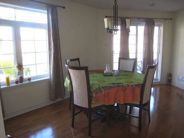 Spacious 4 1/2 condominium, all included - Blainville - Apartament