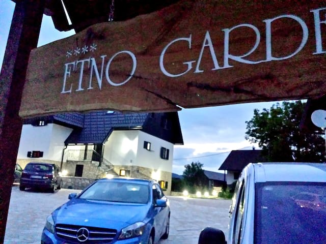 SUPERIOR Etno Garden 3 person room - Re 310 - Plitvica Selo - 別荘