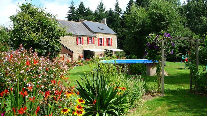B&B Le Bas Rassinoux - Saint-Ouen-des-Alleux - ที่พักพร้อมอาหารเช้า
