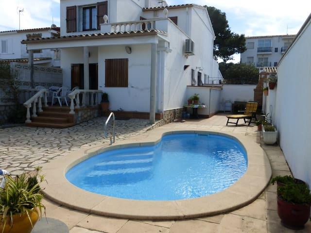 VILLA NICO- HUTG en tramite- piscina privada - Torroella de Montgrí - House