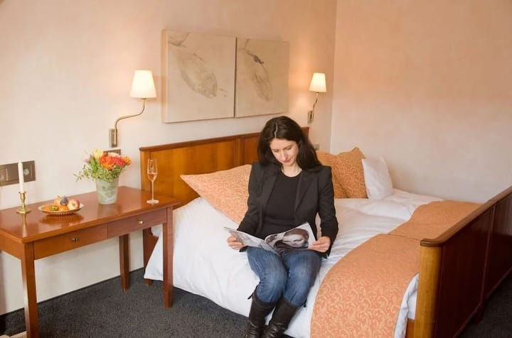 Zum Roten Bären, (Freiburg), Einzelzimmer Deluxe mit Bad und Dusche