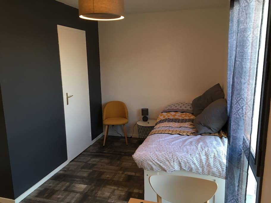 studio charmant proximit gare avec parking priv appartements louer rennes bretagne france. Black Bedroom Furniture Sets. Home Design Ideas
