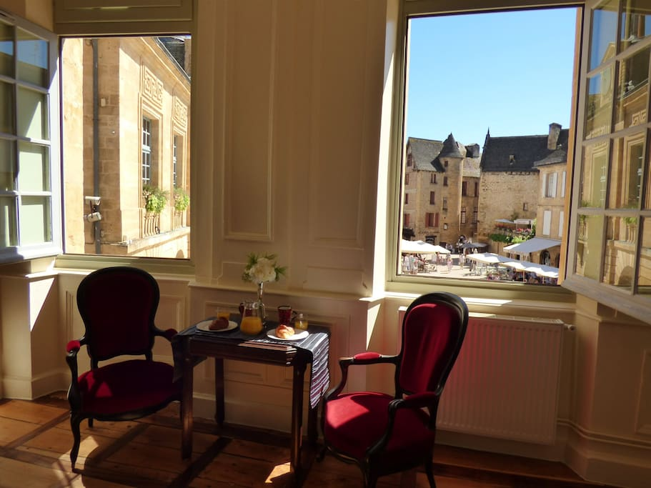 Enjoy a spectacular view over Sarlat's main square from all the apartment windows