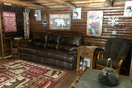 Cozy Cabin close to Glacier Park & Polebridge, MT