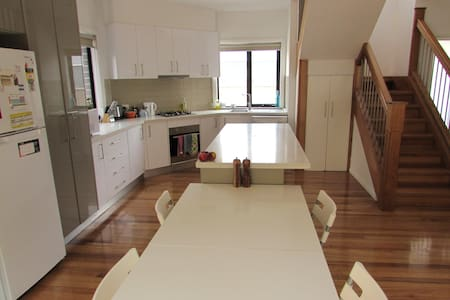 Easy Access to City and Airport - Glenroy - Townhouse