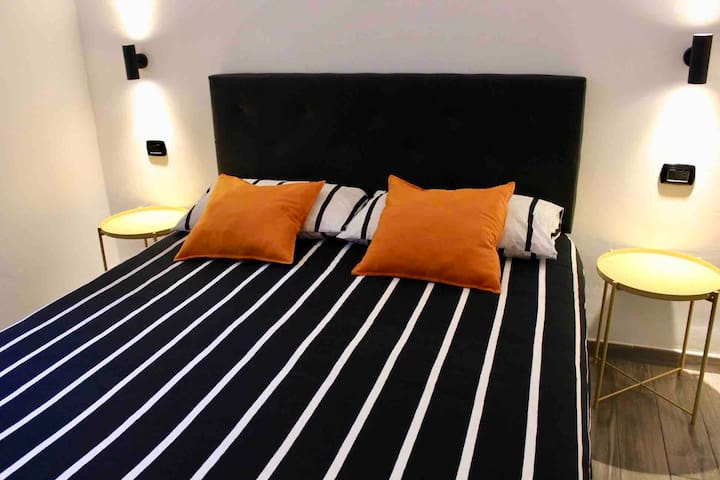 Double bedroom w/ private bathroom near Termini st