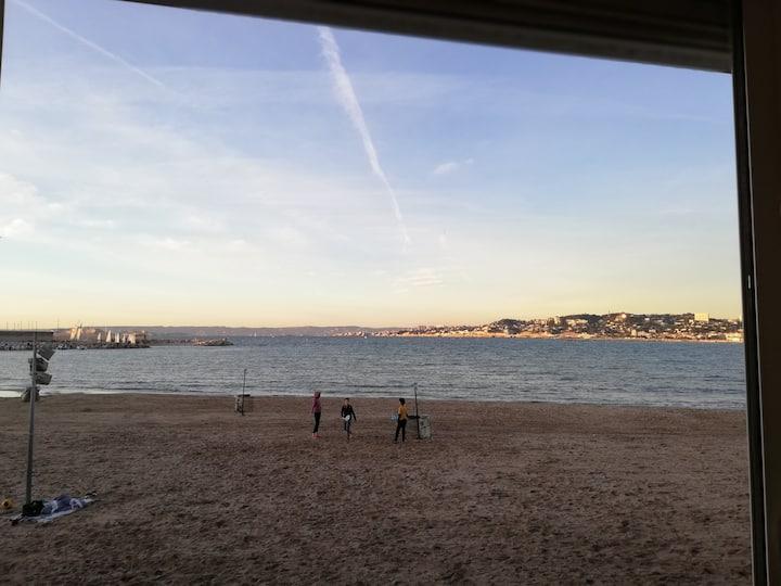 Un Cabanon en face de la mer : la belle Vie !