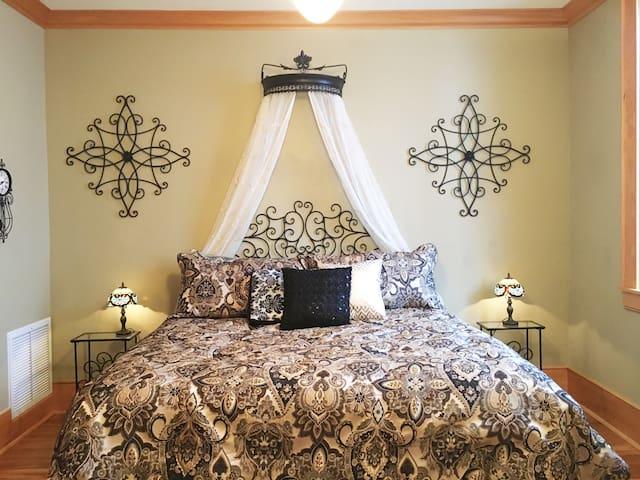 bedroom 3 - tiffany room