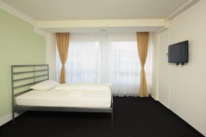 Single room in Zürich Altstetten - Zürich - Gästhus