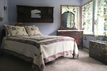 Cozy Queen Bed w/ Private Bath near Atlantic City!