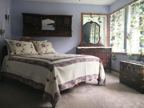 Cozy Queen Bed w/ Private Bath near Atlantic City!