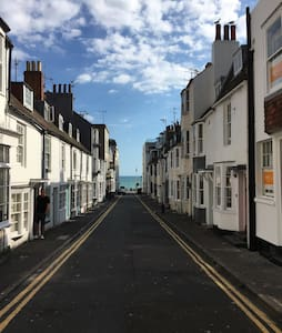 Great location - 100m from the sea! - Brighton