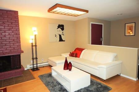 Cozy Condo Lounge-Located Conveniently to Transit - Tukwila - Társasház