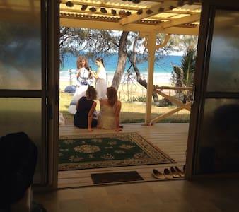 Glorious Beachside Home - Bargara - 独立屋