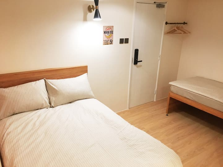 Spacious 3 Pax Rm with Double+Single Beds