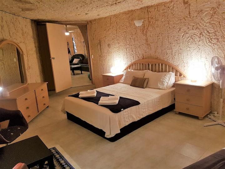 Underground Gem - 2 Bedroom apartment pet friendly