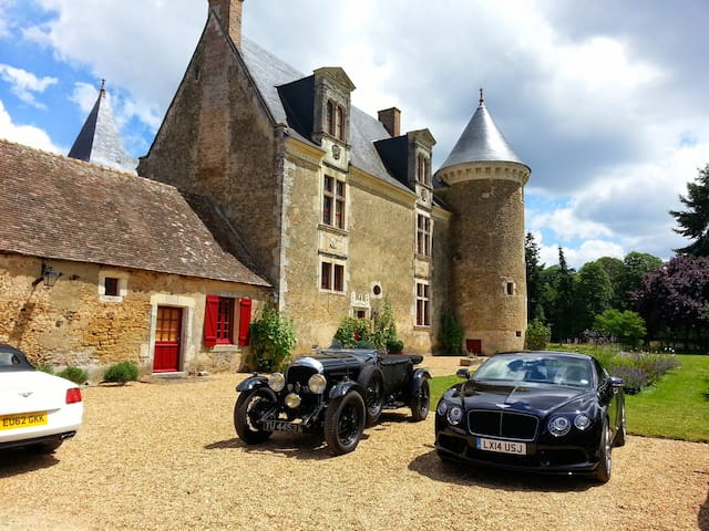 4/5 Accommodations for 24 hours / Le Mans Classic