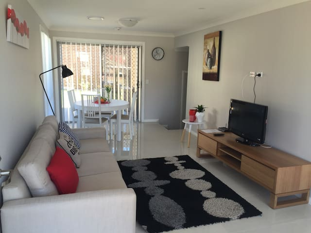 Comfortable home in quiet street - Blacktown - Rumah bandar