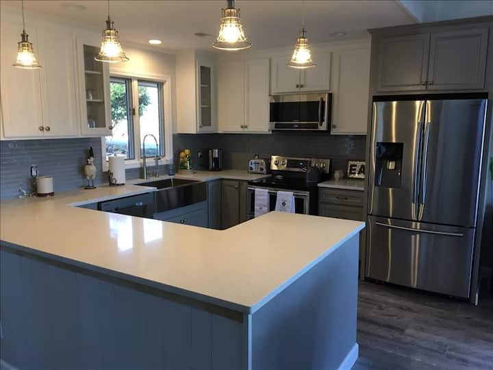 CONNESTEE- Magic Mountain -Renovated-3/2-GREAT VIEWS!