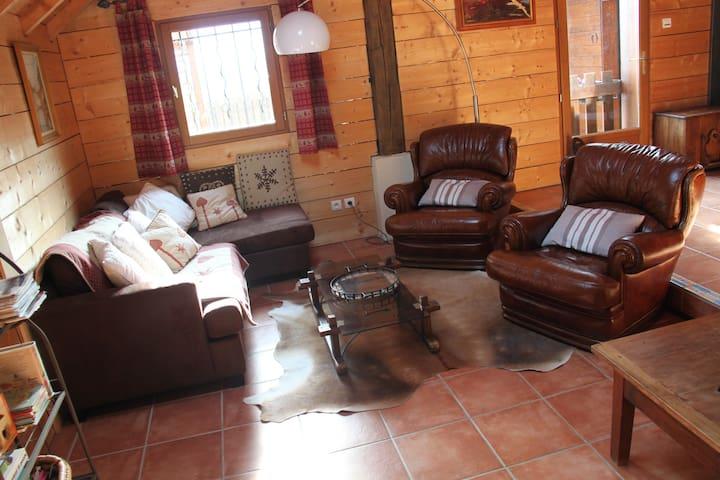 Grande maison avec piscine chauffée et couverte