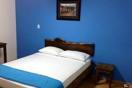 Priavte room with shared bathroom - San José - Bed & Breakfast