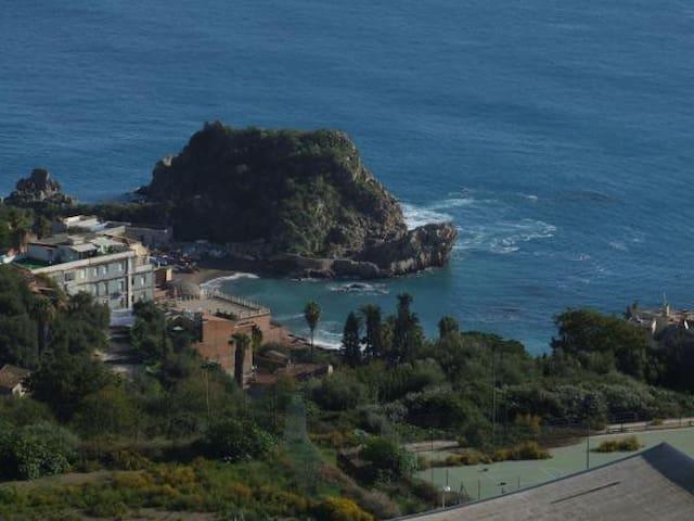 Villa Mariella in Taormina with pool and garden