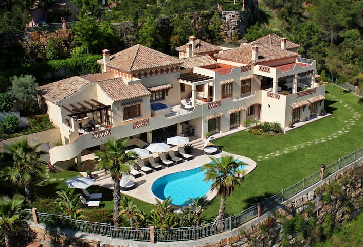 Luxury Private 7-Bed Villa, Indoor Pool, Bar & Spa - Benahavis - Villa