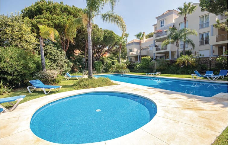 Holiday apartment with 2 bedrooms on 116m² in Marbella-Cabopino