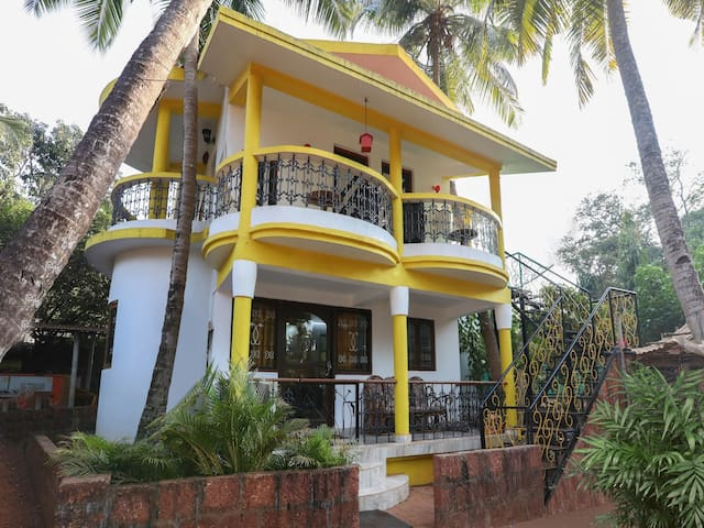 OYO - Anjuna Beach is Just 700m Away from Cosy 1BR Stay (HURRY!)