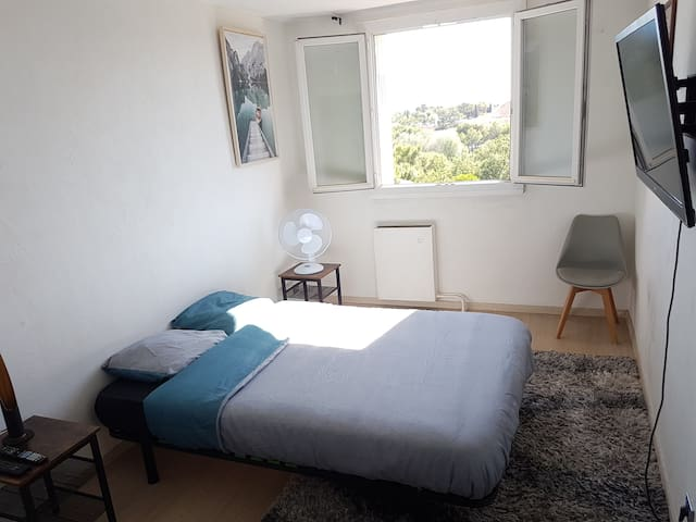 Magnifique chambre dans un bel appartement équipé.