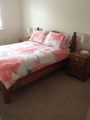 Private double room. Close to Avon beach.