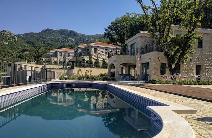 Oak Leaf Residences