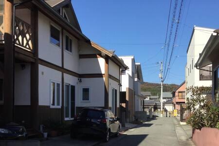 日本一低い山の麓に建つHighland  House - 徳島市