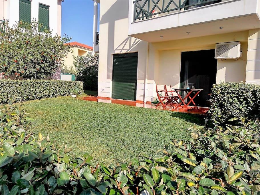 Exterior view with grass-garden