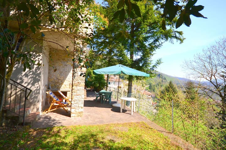 Cosy village house with a nice terrace offering beautiful views of the valley.