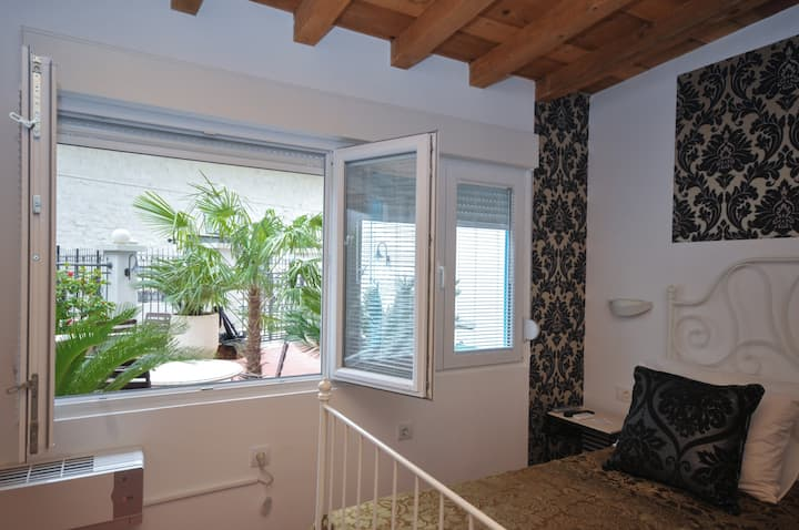 Double Room Located Few Steps From The Sea